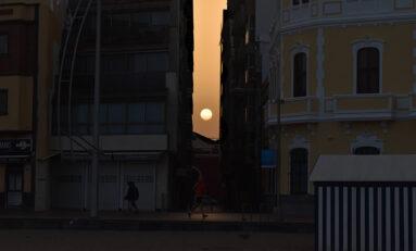 Sale el sol por naciente del istmo