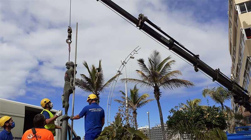 El Ayuntamiento comienza con trabajos de conservación del conjunto escultórico de Las Canteras «Los niños de la barra»