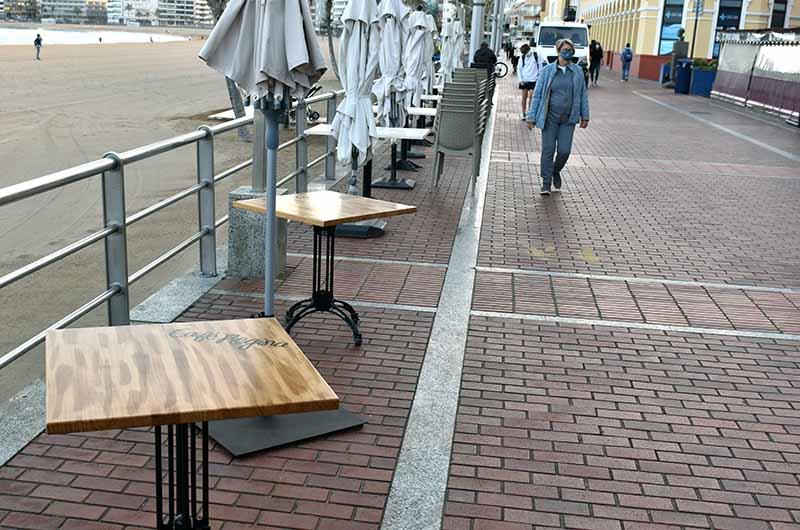 ¿ Por qué no regulamos la colocación del mobiliario del paseo evitando que se instale tan temprano ?