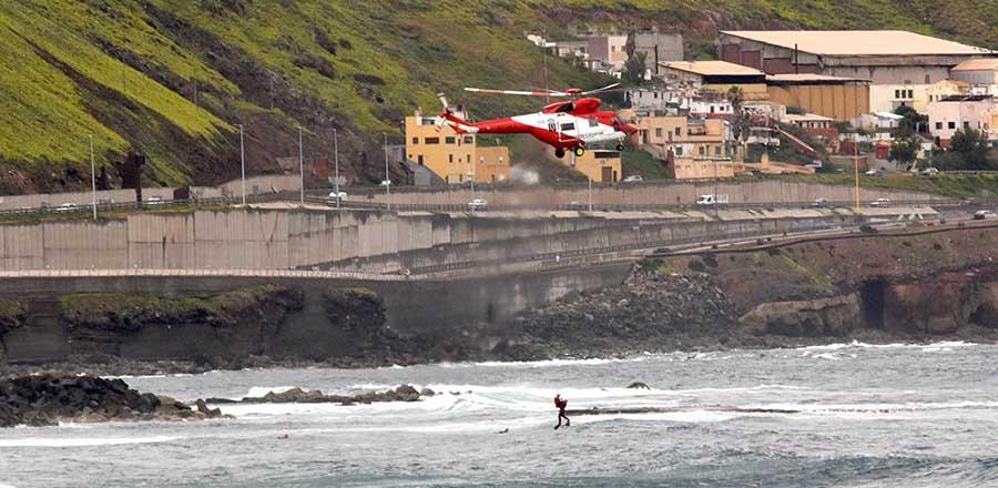 El helicóptero del «1-1-2 Canarias» en acción