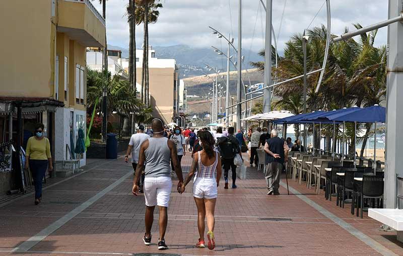 El Ayuntamiento tras el paso a nivel 2 refuerza el dispositivo policial y recuerda la prohibición de correr por el paseo después de la 8 AM