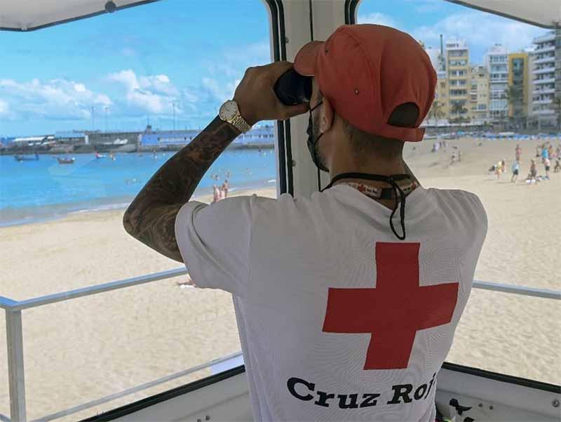 Los socorristas de la playa de Las Canteras estrenan la nueva torre de vigilancia en la zona de Playa Grande
