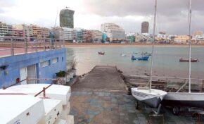 La única rampa de Las Canteras para meter embarcaciones en el agua no está operativa para la ciudad