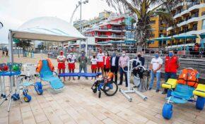 La playa de Las Canteras refuerza su área de accesibilidad y el servicio de baño asistido