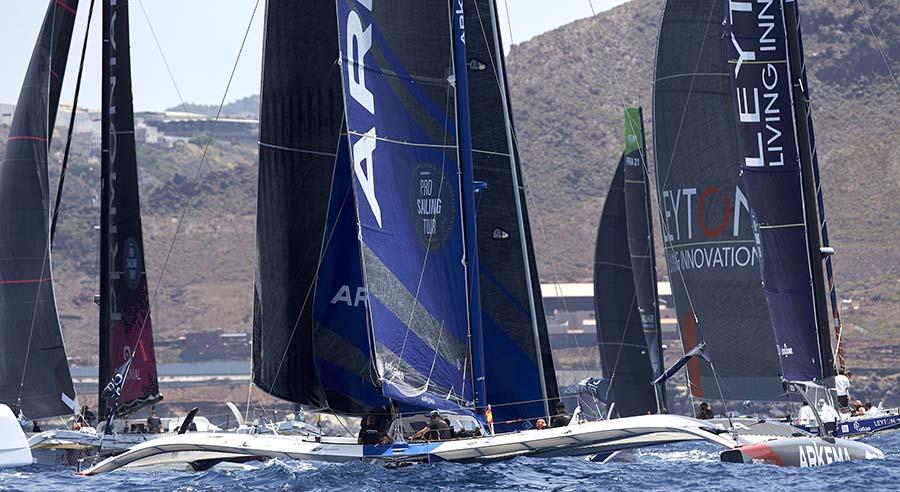 El Pro Sailing Tour convierte a la playa de Las Canteras en un excepcional campo de regatas