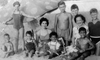 La familia Salas posa en 1955 en Las Canteras