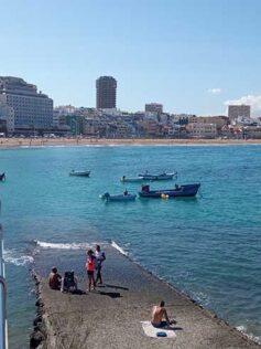 Se les prohibe a los bañistas el uso de la rampa de La Puntilla y estos convocan una concentración de protesta