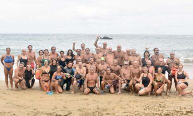Medio centenar de nadadores y nadadoras en el 50º aniversario de la travesía a nado del primer domingo de octubre
