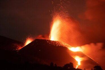 Un volcán más explosivo y fuerte de lo esperado